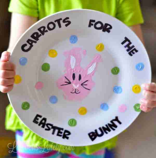 Such a cute idea for a kids handmade Carrots for the Easter Bunny Plate - made with acrylic paint and sharpies!