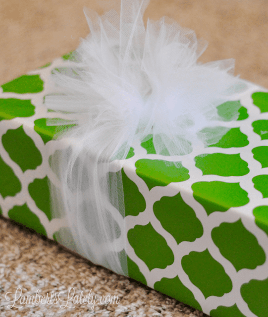 Really easy, beautiful way to tie a gift bow for Christmas presents!