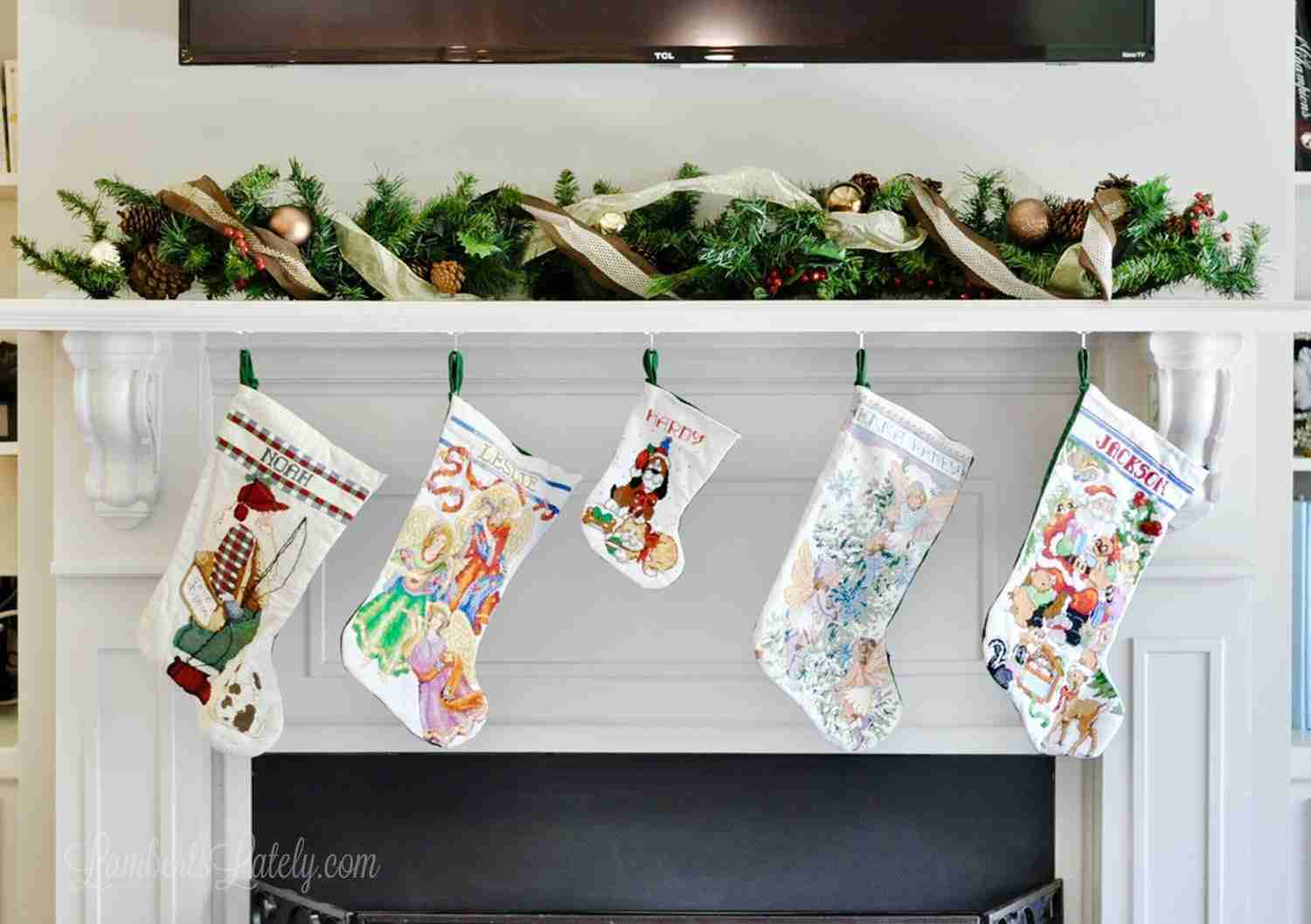 This is a great collection of some of the best stockingstuffers for toddlers or preschoolers - lots of cheap, creative ideas! Great for 1-5 years old and has ideas for both boys and girls.
