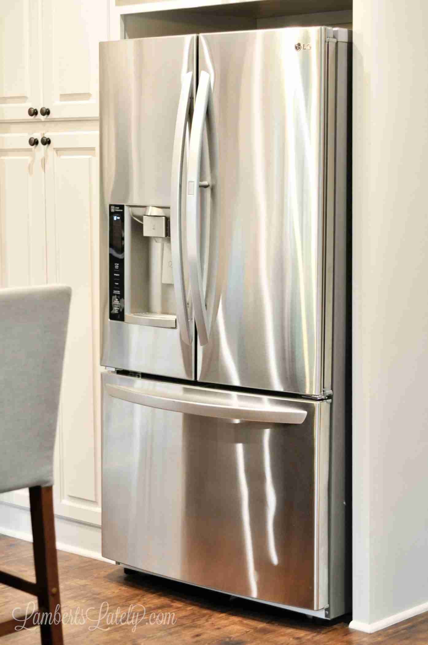 This is a great DIY method for how to clean stainless steel appliances like the refrigerator, stove, microwave, or dishwasher. Uses simple cleaners to knock out smudges and prevent fingerprints!